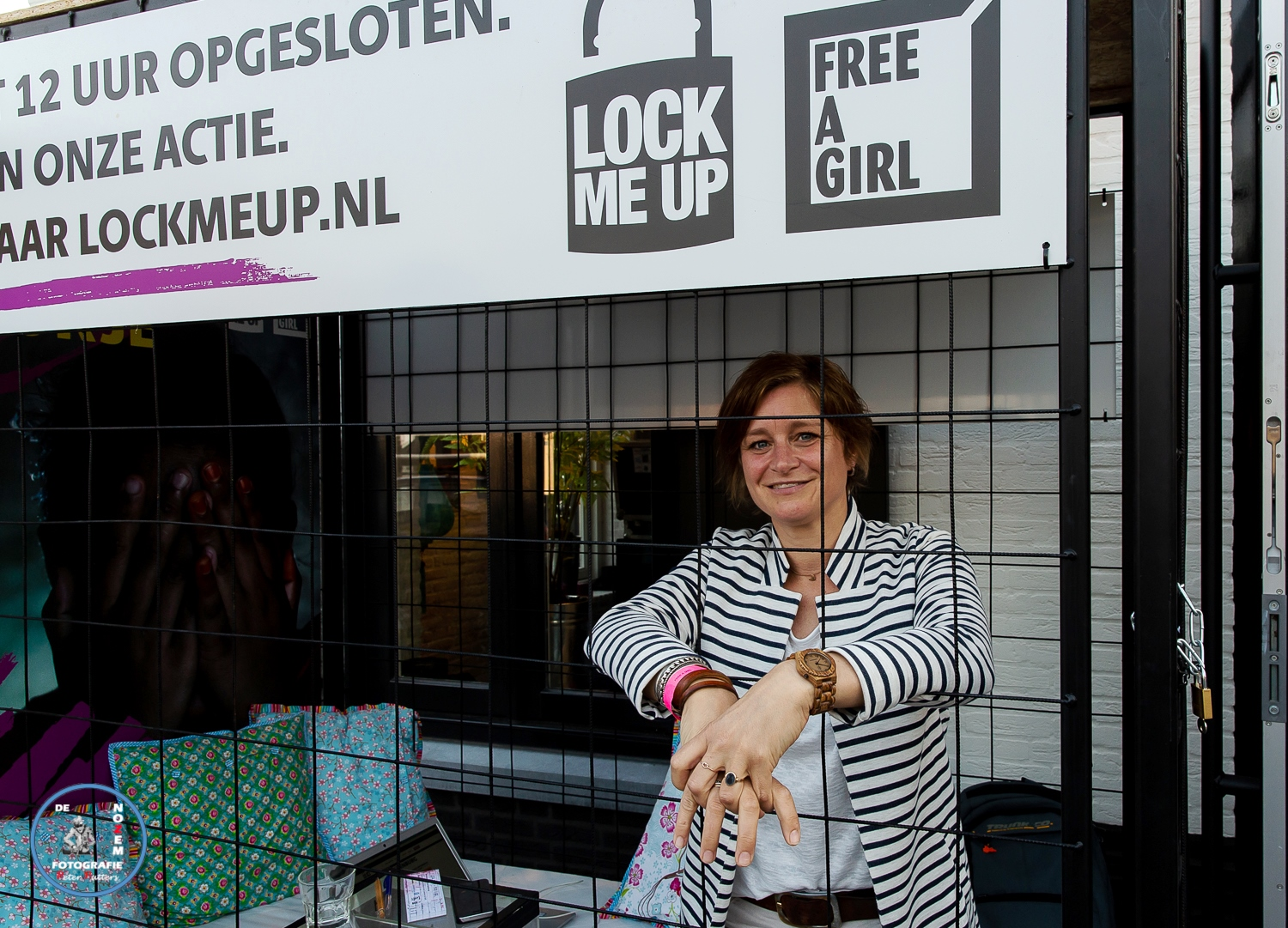 Free a girl | Lock me Up